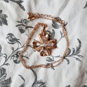 Jewelry - Rose gold clover necklace